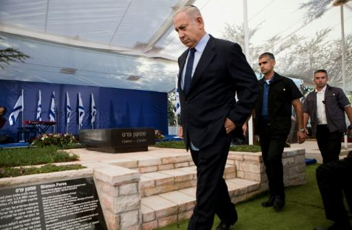 Headstone unveiled at Peres grave
