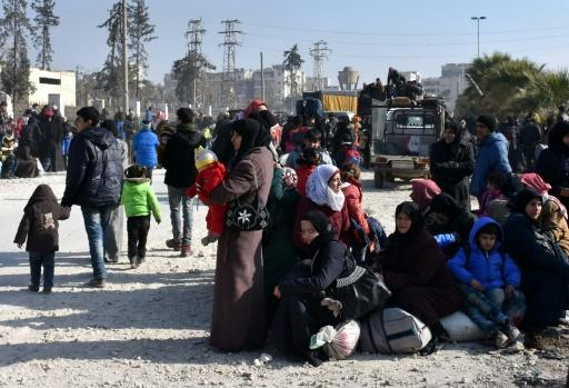 Thousands flee heavy Aleppo fighting